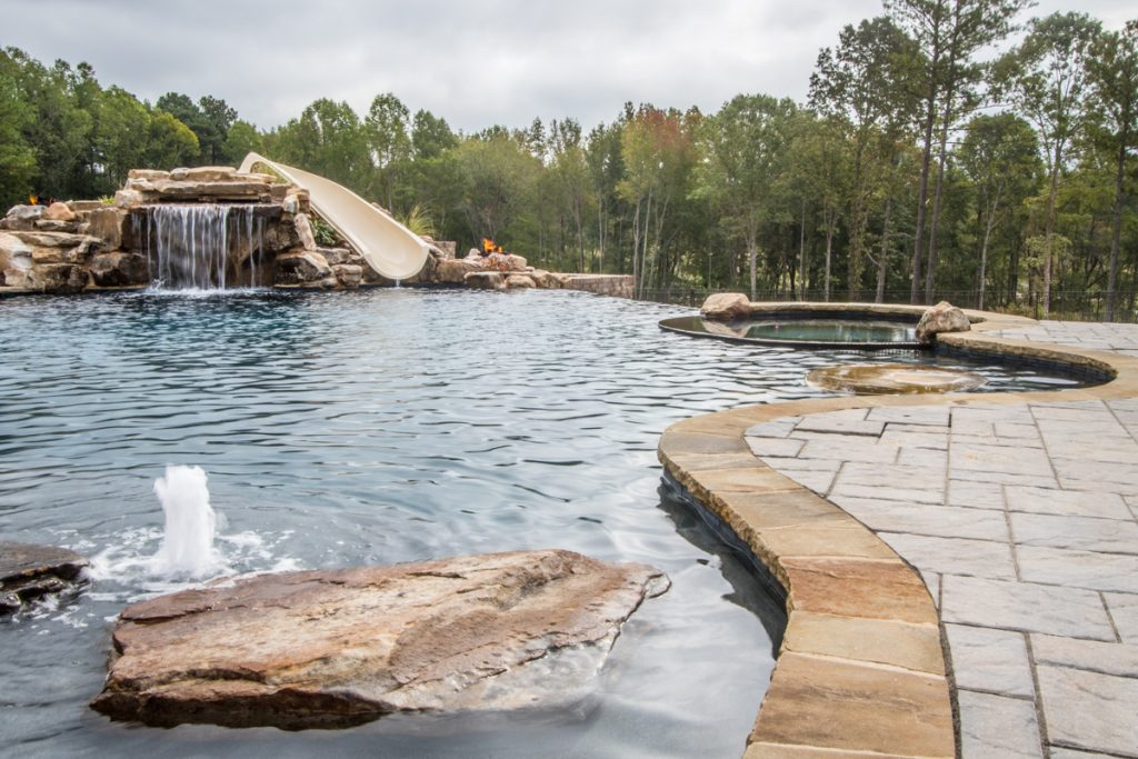 4 Important Things To Consider When Choosing A Custom High-End Pool Contractor